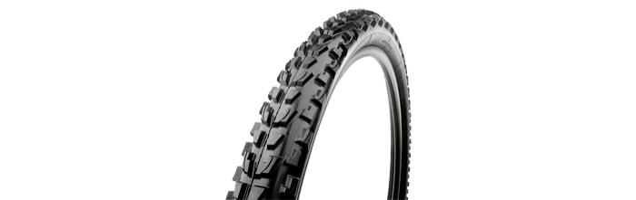 Покрышка велосипедная GEAX Dhea TNT 26x2.3, 14г, 112.3DH.31.58.611HDВелопокрышки<br>Покрышка велосипедная GEAX Dhea TNT 26x2.1<br><br>  Велопокрышка&amp;nbsp;Geax Barro Mountain&amp;nbsp;54-559/26x2.3 складная TNT (foldable антрацит/черная/черная) - универсальная покрышка с агрессивным рисунком и средним расстоянием между блоками протектора. Полугладкие боковые выступы прекрасно сбрасывают грязь и мелкие осколки камней. Б?льшие размеры имеют более мягкий компаунд для улучшенного сцепления на влажных камнях и корнях деревьев.<br> <br>Универсальные покрышки для умеренных и влажных погодных условий<br>Негнущиеся блоки протектора отбивают грязь и гравий<br>Версия в размере 2.3 имеет липнущий мягкий резиновый компаунд по технологии StickySoft для еще лучшего сцепления при контакте с корнями деревьев и влажными камнями.<br><br>Технология TNT, используемая в покрышках Geax, позволяет уменьшить ее вес на 100 грамм по сравнению со стандартными бескамерками, а усиленные боковые стенки придают покрышке непревзойденные характеристики устойчивости к порезам. Покрышки с технологией TNT, использующиеся в качестве бескамерных на стандартных ободьях с применением состава PitStop в баллончике или с жидким латексным набором PitStop TNT, несут следующие улучшения: ниже давление при накачивании, улучшенная устойчивость в резких поворотах, ниже сопротивление качению, практически полное отсутствие боковых проколов камеры («змеиный укус»), прочное крепление бортов покрышки на обод и более легкое накачивание камеры стандартным насосом. В то же самое время, покрышка остается легче и прочнее, чем стандартная бескамерка. Баллончик PitStop содержит лишь 35 граммов пены, равной по эффективности 50-60 граммам жидкого латекса. При установке на обод под бескамерную покрышку, с добавлением состава Geax PitStop или другого латексного уплотнителя, покрышка по технологии TNT отличается более низким весом и повышенной надежностью. Использование камерных покрышек по технологии TNT также является отличным