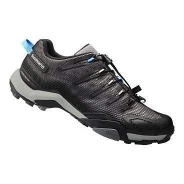 Велотуфли Shimano SH-MT44L, р-р 41 черный ESHMT44C410LJВелообувь<br>Велотуфли Shimano SH-MT44L<br>ВЕРХ<br>Гибкая мелкая сетка с синтетической кожей, устойчивая к растяжению<br>Механизмы быстрой шнуровки обеспечивают быструю легкую регулировку для надежного крепления на ноге<br>Люверсы встроены в верх для лучшего облегания и фиксации пятки <br>Цельная конструкция с литым термополиуретаном дает верх с идеальным облеганием, повышенной долговечностью и меньшим весом<br>КОЛОДКА<br>Колодка Volume Tour для более удобного приспосабливания носка<br>ПОДОШВА<br>Полиамидная вставка, усиленная стекловолокном для оптимальной жесткости подошвы<br>Прослойка подошвы EVA и резиновая подошва повышают эффективность педалирования и удобство при ходьбе<br>Размер: 41<br>Цвет: черный<br>