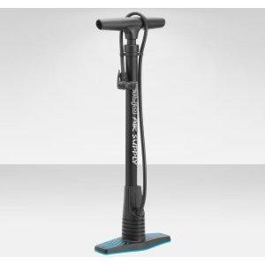 Насос GIYO GF-44, напольный, 23, пластиковый, 120PSI, реверсивная головка, цвет чёрный, GF-44Велосипедный насос<br>Купив велосипед, сразу возникает необходимость покупки целого списка различных аксессуаров и всяких необходимых мелочей. Фонари, крылья, фляги, сумки, ну и конечно насос.&amp;nbsp;  Если покупку каких-то вещей и можно отложить на потом, то без насоса Вы не обойдетесь точно. Какую пользу может принести байк со спущенными колесами, стоящий в гараже? В общем, насос должен быть по-любому.&amp;nbsp;  Напольный насос GIYO GF-44&amp;nbsp;для домашнего использования - правильный выбор. Отличное соотношение цены и качества, он доступен любому вело байкеру.&amp;nbsp;  Корпус из стального сплава - плюс к долговечности и исправной работе. С насосом GIYO GF-44 Вы всегда будете &amp;laquo;на коне&amp;raquo;!     Материал:&amp;nbsp;сталь, пластик  Клапан для ниппелей типа:&amp;nbsp;AV, FV  Манометр:&amp;nbsp;нет  Цвет:&amp;nbsp;синий  Страна-производитель:&amp;nbsp;Тайвань<br>