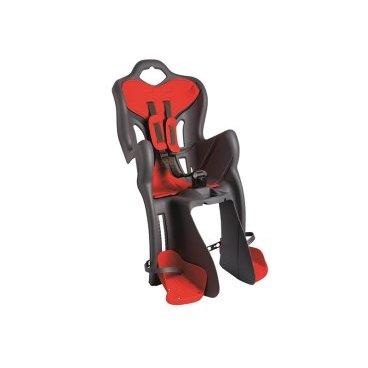 Детское велосидение на багажник BELLELLI B-One Clamp, заднее, тёмно-серое, 01B1M00002Детское велокресло<br>Вело кресло детское заднее B-One Clamp BELLELLI (Тёмно-серое) крепится на уже установленный задний багажник (грузоподъемность багажника не менее 25 кг, ширина 12-17,5 см) велосипеда с колесами 26-28 и позволяет перевозить ребенка до 22 кг, то есть с 1 года до 7 лет.   Вело кресло BELLELLI имеет мягкую прокладку, ремни безопасности и защиту ног от попадания в спицы.   За счет вентилируемой перфорированной спинки малышу не будет жарко в знойный день. Форма корпуса вело кресла обеспечивает защиту ребёнка по бокам.   Пряжка позволяет фиксировать ребенка в вело кресле одним движением, но при этом не может быть расстегнута ребенком случайно. Ремни безопасности с мягкими накладками могут быть отрегулированы по высоте и длине.   Велокресла BELLELLI имеют европейский сертификат качества TUV и отвечает стандарту безопасности EN 14344.  Внимание:  -Велосипедом, на котором установлено детское кресло, должен управлять опытный пользователь!  -Велокресло не может устанавливаться на велосипеды с богажником консольного типа.  -Используйте защитные средства во время катания на велосипеде (шлем/наколенники!).       ВелокреслозаднееBELLELLI B-One Clamp:  Материал:пластик.  Устанавливается:на багажник велосипеда.  Вес ребёнка:до 22 кг.  Приблизительный возраст ребёнка:~от 1 года до 7 лет.  Допустимая ширина багажника:от 12-17,5 см (багажник НЕ консольного типа).  Грузоподъёмность багажника:до 25 кг.  Колёса взрослого велосипеда:от 26 до 29.  Крепление Clamp:это быстросъёмное крепление на багажник.  Застёжки ремней:baby control (с секретом).  Регулировка ремней:есть.  Вентилируемая спинка:есть.  Защитная платформа для ног с регулировкой:есть.  В комплекте:крепление.  Цвет кресла:тёмно-серый.  Цвет подушки:красный.  Европейский сертификат качества TUV.  Стандарт безопасности:EN 14344 .<br>