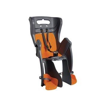 Детское велосидение на багажник BELLELLI Little Duck Clamp заднее, тёмно-серое, 01LTDM00002Детское велокресло<br>Вело кресло детское заднееLittle DuckClamp BELLELLI(Темно-серое) крепится на уже установленный задний багажник (грузоподъемность багажника не менее 25 кг, ширина 12-17,5 см) велосипеда с колесами 26-28 и позволяет перевозить ребенка до 22 кг, то есть с 1 года до 7 лет.  Вело кресло BELLELLI имеет мягкую прокладку, ремни безопасности и защиту ног от попадания в спицы.  Форма корпуса вело кресла обеспечивает защиту ребёнка по бокам.  Пряжка позволяет фиксировать ребенка в вело кресле одним движением, но при этом не может быть расстегнута ребенком случайно. Ремни безопасности с мягкими накладками могут быть отрегулированы по высоте и длине.  Велокресла BELLELLI имеют европейский сертификат качества TUV и отвечает стандарту безопасности EN 14344.  Внимание:  -Велосипедом, на котором установлено детское кресло, должен управлять опытный пользователь!  -Велокресло не может устанавливаться на велосипеды с богажником консольного типа.  -Используйте защитные средства во время катания на велосипеде (шлем/наколенники!).     ВелокреслозаднееBELLELLI Little Duck Clamp:  Материал:пластик.  Устанавливается:на багажник велосипеда.  Вес ребёнка:до 22 кг.  Приблизительный возраст ребёнка:~от 1 года до 7 лет.  Допустимая ширина багажника:от 12-17,5 см (багажник НЕ консольного типа).  Грузоподъёмность багажника:до 25 кг.  Колёса взрослого велосипеда:от 26 до 29.  Крепление Clamp:это быстросъёмное крепление на багажник.  Застёжки ремней:baby control (с секретом).  Регулировка ремней:есть.  Защитная платформа для ног с регулировкой:есть.  В комплекте:крепление.  Цвет кресла:темно-серый.  Цвет подушки:красный.  Европейский сертификат качества TUV.  Стандарт безопасности:EN 14344.<br>