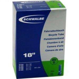 Велокамера AV Schwalbe 18 (32-47x355-400), AV5, 10412310Камеры для велосипеда<br>Производитель: Schwalbe (Германия).<br><br>Велокамеры Schwalbe являются единственными в мире, удостовенными печати качества VSF all ride (германская ассоциация продавцов только высококачественной продукции).  Победитель теста велокамера Schwalbe SV13.<br><br>Велокамеры Schwalbe удерживают воздух значительно дольше, потому что качеству и чистоте материала уделяется максимальное внимание. Каждая велокамера Schwalbe накачивается на заводе индивидуально и в течении 24 часов проверяется на пропускаемость воздуха. При этом камера помещаятся в прессформу, что гарантирует стабильность толщины стенок и удержание воздуха.<br><br><br>Характеристики велокамеры 18 AV5:<br><br>    Размер колес: 18х1.5, 18х1.75, 17х1 1/4, 18x1 3/8;<br>    Тип нипеля: AV (автомобильный);<br>    Дина нипеля: 40 мм;<br>   Вс: 95 гр;<br>    Ктегория: детские велосипеды.<br>