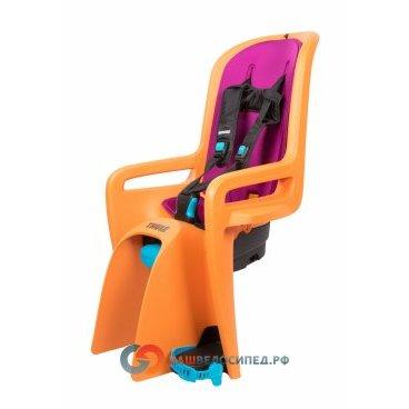 Детское велосипедное сидение Thule RideAlong New, заднее, оранжевый, 100108Детское велокресло<br>Thule RideAlong представляет умные инновационные решения, реализованные в интуитивно понятное, безопасное и легкое в использовании детское велосипедное сиденье для крепления сзади, которое выведет ваши ежедневные прогулки или семейные поездки на велосипеде на следующий уровень.<br><br>Мягкие ремни безопасности с надежным регулируемым креплением обеспечивают максимальный комфорт ребенка.<br><br>Система крепления DualBeam смягчает удары от неровностей дороги, обеспечивая комфорт ребенка во время поездки.<br><br>Отклонение до 20° одной рукой, 5 различных позиций.<br><br>Регулируемые одной рукой ремни и подставки для ног обеспечивают комфорт ребенку; рассчитаны на детей разного возраста.<br><br>Универсальная быстросъемная опора позволяет устанавливать и снимать сидение с велосипеда за считанные секунды. Кроме того, она совместима с большинством велосипедных рам (с круглыми рамами диаметром 27,2–40 мм и овальным рамами до 40 x 55 мм).<br><br>Ремень с большими кнопками, оснащенный защитой от детей, обеспечит безопасность вашего ребенка<br><br>Съемная водонепроницаемая прокладка подходит для машинной стирки; прокладка двусторонняя, две стороны оформлены разным цветом.<br><br>Встроенный рефлектор и точка крепления со световым индикаторов обеспечивают дополнительную видимость.<br><br>Запирается при помощи системы Thule One-Key System, использующей один ключ (фиксатор (замок) включен в комплект поставки).<br><br>Разработано и протестировано для детей от 9 месяцев* до 6 лет, весом до 22 кг. (*Обратитесь к педиатру, если ребенку менее 1 года).<br><br>Соответствует международным стандартам безопасности.<br><br> Высота спинки:47смШирина спинки:27 смДлина сиденья:17 смДиаметр замка:40-27.2мм/ 155ммРасстояние между усами крепления:76мм<br>