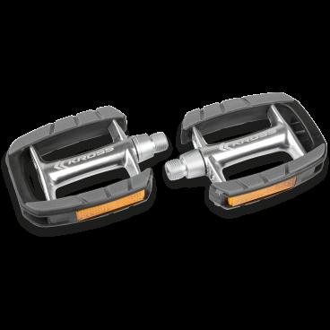 Педали велосипедные Kross SINEW, 100x80mm, алюминий, T4CPE000203Педали для велосипедов<br>Прочные педали с алюминиевым корпусом. Благодаря правильно спроектированым  и противоскользящим покрытиям платформы, обеспечивают хорошее сцепление для обуви.<br> Характеристики <br>Использование Город / трекинг<br>Материал корпуса: полированный алюминий<br>Клетка: пластмасса с антискользящим покрытием<br>Ось: хромомолибденовая сталь<br>Подшипник шариковый система, кроме бокового отражателя<br>Размеры платформы: 100x80mm<br>Вес: 310г / пара<br>