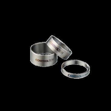 Проставочные кольца для регулировки высоты руля ControlTech TiMANIA SAPCERS, HSS-12-10Рули<br>Титан широко используется в различных промышленных сферах, например, авиакосмической, военной, автомобильной и т.д. Преимуществом этого материала является то, что по прочности он не уступает некоторым видам стали, но вес его на 45% меньше. При высокой температуре (около 550 °) его механические свойства могут пострадать, но при низких температурах титан будет обладать большей прочностью, и показатели прочности будут даже выше, чем при нормальной комнатной температуре. Поэтому люди стали использовать этот материал в производстве велосипедов. <br>  Характеристики  <br> Титановые кольца <br> Высота 10 мм<br> Вес 2,3 г/4,3/7,3 г<br>