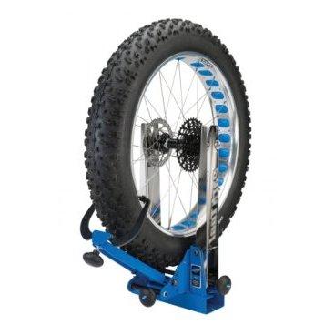 Станок для правки велосипедных колес Park Tool, профессиональный, PTLTS-4Стенды<br>Профессиональный станок для сборки или правки колес Park Tool TS-4.  Обновленная версия, поддерживает все новые стандарты велосипедных колес. Позволяет устанавливать колесо с покрышкой и тормозным ротором, что существенно экономит время. Регулировка под ширину осей от 75 мм до 215 мм. Позволяет работать с размерами колес от 16 до 29 + (включая колеса Fatbike до 5 дюймов). Сварная конструкция, собранная и откалиброванная на заводе в Сент-Пол, штат Миннесота. Полная совместимость с дополнительной оснасткой от предыдущих версий станков.<br>