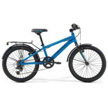 Детский велосипед Merida Fox J20 2017Детские<br>Велосипед, предназначенный для детей в возрасте от пяти до девяти лет, с оборудованием начального класса Shimano, 6 скоростей. Технические особенности: алюминиевая рама M20 Alloy, жесткая стальная вилка, одинарные алюминиевые обода, надежные ободные тормоза V-Brake Linear, длинные стальные крылья, багажник, звонок. Подходит для обучения и прогулочного катания в городских условиях. Диаметр колес - 20 дюймов. Вес - 12 кг.<br><br>Рама и амортизаторы<br><br>РамаM20 ALLOY<br>ВилкаRigid Steel<br>Цепная передача<br><br>МанеткиShimano Revoshift SL-RS35 6<br>Задний переключательShimano TY21<br>Шатуны38T 140L<br>Кареткаattached<br>Кассета14-28T 6sp<br>ЦепьZ33<br>Педали Junior PVC<br>Колеса<br><br>Диаметр20.0<br>ОбодаAlloy Black<br>СпицыSteel BK<br>ВтулкаSteel NT<br>ПокрышкаMerida 20 2.0<br>Компоненты<br><br>Передний тормозV-Brake Linear<br>Задний тормозV-Brake Linear<br>РульMerida Rise 540<br>ВыносMerida A-Head<br>Рулевая колонкаSteel-Headset<br>СедлоFOX 20<br>Подседельный штырьSteel 27.2<br>РазработкаТайвань<br>ПроизводствоКНР (Тайвань)<br>