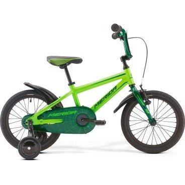 Детский велосипед Merida Spider J16 2017Детские<br>Велосипед, предназначенный для детей в возрасте от трех до шести лет, без переключения передач. Технические особенности: алюминиевая рама M16 Alloy-C, жесткая стальная вилка, одинарные алюминиевые обода, передний тормоз - ручной V-Brake, задний - ножной, полная защита цепи, пластиковые крылья, съемные боковые колеса, номерная табличка на руле, звонок. Подходит для обучения и легких прогулок. Диаметр колес - 16 дюймов.<br><br>Рама и амортизаторы<br><br>РамаM16 ALLOY-C<br>ВилкаRigid Steel<br>Цепная передача<br><br>ШатуныSteel 32T<br>Кареткаattached<br>Кассета16T<br>ЦепьC-410<br>ПедалиKid PP<br>Колеса<br><br>Диаметр16.0<br>ОбодаAlloy Black<br>СпицыSteel BK<br>ВтулкаSteel NT<br>ПокрышкаMerida Kid 16 1.75<br>Компоненты<br><br>Передний тормозV-Brake Linear<br>Задний тормозНожной (Coaster in R.Hub.)<br>РульOne piece<br>ВыносOne piece<br>Рулевая колонкаGeneral<br>СедлоSPIDER kid 16<br>Подседельный штырьattached<br>РазработкаТайвань<br>ПроизводствоКНР (Тайвань)<br>