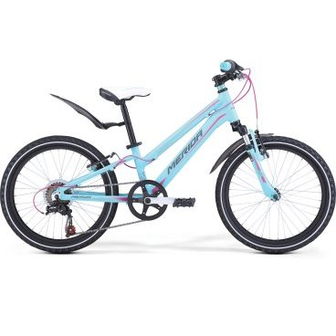 Детский велосипед Merida Matts J20 Girl 2017Детские<br>Велосипед, предназначенный для девочек в возрасте от пяти до девяти лет, с оборудованием начального класса Shimano, 6 скоростей. Технические особенности: алюминиевая рама M20 Alloy, амортизационная вилка Merida HL 410E, двойные обода Alloy Black, надежные ободные тормоза V-Brake Linear. Подходит для обучения и прогулочного катания в городских условиях. Диаметр колес - 20 дюймов. Вес - 12,5 кг.<br><br>Рама и амортизаторы<br><br>РамаM20 ALLOY<br>ВилкаMerida HL 410E 30<br>Цепная передача<br><br>МанеткиShimano Revoshift SL-RS35 6<br>Задний переключательShimano Tourney TZ50<br>Шатуны40T 152L<br>КассетаShimano TZ-20 14-28T 6sp<br>ЦепьKMC Z50<br>ПедалиJunior fit<br>Колеса<br><br>Диаметр20.0<br>ОбодаAlloy Black<br>СпицыSteel UCP<br>ВтулкаAlloy QR<br>ПокрышкаMerida 20 1.95<br>Компоненты<br><br>Передний тормозV-Brake Linear<br>Задний тормозV-Brake Linear<br>РульMerida Rise 540<br>ВыносMerida A-Head OS 60<br>Рулевая колонкаSteel-Headset<br>СедлоMatts kid 20<br>Подседельный штырьAlloy 27.2<br>РазработкаТайвань<br>ПроизводствоКНР (Тайвань)<br>