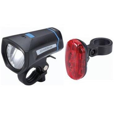 Комплект фонарей BBB SquareCombo Stvzo, белый+красный, светодиодные, 2 режима, 2 х 4 ААА, BLS-102KФары и фонари для велосипеда<br>Набор из переднего и заднего фонарей SquareBeam (BLS-101K) и RearLaser (BLS-78).<br><br>Работают от 2 х 4 элемента питания ААА (в комплекте).<br><br>REARLASERBLS-78:    <br>-3 ярких светодиода.<br>-Водонепроницаемый корпус.<br>-Прорезиненный водостойкий переключатель.<br>-Экономичный расход электроэнергии для долгой автономной работы.<br>-2 режима: стандартный свет и мерцающий.<br>-Встроенное крепление, быстросъемная конструкция. Хомут подходит к большинству подседельных штырей. Версия EcoCombo (BLS-76) заднего габарита RedLaser поставляется в комплекте с силиконовым креплением StrapMount. Это крепление позволяет регулировать угол наклона габарита и подходит как для стандартных рулей (25.4мм), так и оверсайз (31,8мм).<br>-Можно закрепить на подседельной сумке BBB, на других сумках или на одежде - с помощью крепления-клипсы.<br>-Вес: 56 грамм.<br>-Размер: 65 х 38 х 26 мм.<br>-Работает от двух батарей AAA (в комплекте).<br><br>SQUAREBEAMBLS-101K<br>-Яркий светодиод 1W.<br>-Не слепит встречный поток.<br>-Водонепроницаемый корпус с герметизированной завинчивающейся головкой.<br>-Экономичное потребление энергии для долгой работы.<br>-Обрезиненная кнопка включения под цвет хомута.<br>-Простой в установке хомут TightFix подходит для рулей с любым диаметром (стандартный и оверсайз).<br>-2 режима: яркий и стандартный.<br>-Питание от четырех элементов питания ААА (в комплекте).<br>-Вес: 88 гр.<br>-Размер: 90х50х53 мм.<br>