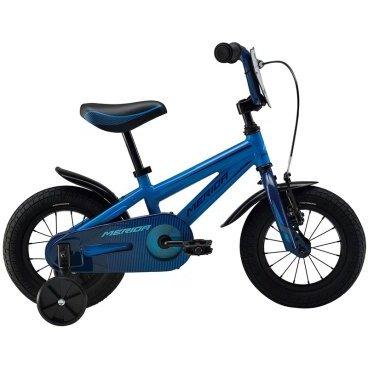 Детский велосипед Merida Fox J12 2016Детские<br>Велосипед, предназначенный для детей в возрасте от полутора до трех лет, без переключения передач. Технические особенности: алюминиевая рама Boy Alloy, жесткая вилка Rigid fork Steel, одинарные обода Alloy Black, передний тормоз - ручной, задний - ножной, короткие крылья, защита цепи, боковые колеса. Подходит для обучения и легких прогулок. Диаметр колес - 12 дюймов. Вес - 7,9 кг.<br><br><br>  Общие характеристики<br> Модельный год2016<br> Типдетский<br> Полдля мальчиков/для девочек<br> Возраст2-4 года<br>  Рама, вилка<br>  Материал рамыалюминиевый сплав<br> Размер рамы7 дюймов<br> Рост велосипедиста95-101 см<br> Основной цветсиний<br> АмортизацияRigid (жесткий)<br>  Колеса<br>  Диаметр колес12 дюймов<br> ПокрышкиKid, 12*1.75<br> Ободаалюминиевый сплав<br> Боковые колесав комплекте<br>  Торможение<br>  Передний тормозободной (V-Brake)<br> Задний тормозножной<br>  Трансмиссия<br> Количество скоростей1<br> Кассета16T<br>  Дополнительная информация<br> Корзинав комплекте<br> Комплектациякрылья<br>