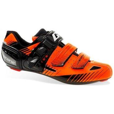 Велотуфли Gaerne G.Motion,  Размер:43 EUR,   оранжевые  (3279-008-43)Велообувь<br>G. Motion - комфортные и технологичные шоссейные туфли от Gaerne. Основное преимущество данной модели – это тонкая жёсткая подошва, выполненная из нейлона и усиленная карбоном для большей жёсткости. Верх модели выполнен из перфорированной микрофибры со вставками из специального сетчатого материала. Туфли хорошо дышат, а, кроме того, их легко подогнать по ноге благодаря микрорегулируемым застёжкам.<br><br>Особенности:<br>Комфортные и технологичные шоссейные туфли<br>Верх выполнен из перфорированной микрофибры<br>Двухкомпонентная жёсткая подошва<br>Микрорегулируемые застёжки.<br>