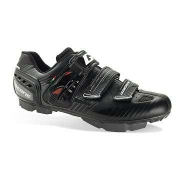 Велотуфли Gaerne G.Rappa, Размер:41 EUR, Чёрные, (3479-001-41)Велообувь<br>Максимально комфортные и технологичные контактные туфли от Gaerne, которые отлично подойдут для кросс-кантри и катания в стиле ол-маунтин. Основное преимущество данной модели – это тонкая жёсткая подошва, выполненная из нейлона и стекловолокна. Протектор подошвы обеспечивает отличное сцепление на самых разных покрытиях. Туфли хорошо дышат, и, кроме того, их легко подогнать по ноге благодаря микрорегулируемым застёжкам. А особые зубчатые стрепы под липучками не позволят им расстегнуться в самый неподходящий момент.<br><br>ОСОБЕННОСТИ:<br>Максимально комфортные контактные туфли<br>Двухкомпонентная жёсткая подошва <br>Перфорированный язычок<br>Микрорегулируемые застёжки<br>Особые зубчатые стрепы под липучками не позволят им расстегнуться в самый неподходящий момент<br>