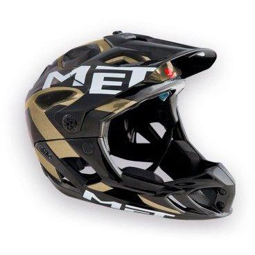 Велошлем MET Parachute, черно-золотойВелошлемы<br>Met Parachute - самый лёгкий фулл-фейс в мире, предназначенный для эндуро. Он обеспечивает более чем оптимальную вентиляцию головы и, разумеется, защиту, достаточную даже для даунхила. Пенопластовый внутренник шлема впаян в жёсткий корпус – таким образом, шлем представляет собой монолитную конструкцию, и энергия удара эффективнее распределяется между двумя оболочками. Шлем соответствует требованиям стандарта безопасности American ASTM F 1952 – собственно, это единственный существующий стандарт для велосипедных шлемов типа фулл-фейс. Кроме того, данная модель не ограничивает слышимость – вы будете отчётливо слышать окружающие вас звуки.<br><br><br><br>ОСОБЕННОСТИ<br><br><br><br>Самый лёгкий фулл-фейс в мире<br><br>Монолитная конструкция – пенопластовый внутренник впаян в жёсткий корпус шлема<br><br>Не ограничивает слышимость<br><br>Несъёмная защита челюсти<br><br>Специальные пазы для резинки маски<br><br>Сменные внутренние накладки из гипоаллергенного материала<br><br>Отверстия в козырьке для дополнительной вентиляции<br><br>Съёмный крепёж для камеры типа GoPro<br><br>Вес: 700-740 граммов (в зависимости от размера)<br>