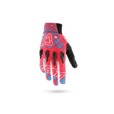 Велоперчатки Leatt DBX 3.0 X-Flow Glove, красно-сине-белыйВелоперчатки<br>Стильные и технологичные перчатки от Leatt, которые не только отлично выглядят и дышат, но и обеспечивают эффективную защиту – так, эта модель соответствует требованиям стандарта безопасности CE. Верх перчатки выполнен из сетчатого текстиля, ладонь отделана тонкой искусственной кожей Clarino, а накладки из фирменного материала Armourgel на костяшках защищают кисть от травм намного лучше, чем обычные пластиковые или карбоновые вставки.<br><br>ОСОБЕННОСТИ<br><br>Материал: текстиль/искусственная кожа<br>Модель без застёжек<br>Защитные накладки из фирменного материала Armourgel<br>Соответствуют требованиям стандарта безопасности CE<br>Силиконовые накладки на кончиках среднего и указательного пальцев<br>Длина ладони<br>Размер: L (194-200 мм)<br>Размер: M (188-194 мм)<br>Размер: XL (200-206 мм)<br>Размер: S (182-188 мм)<br>Размер: XXL (206-212 мм)<br>