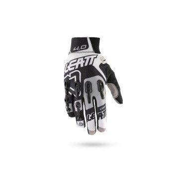 Велоперчатки Leatt DBX 4.0 Lite Glove, черно-серо-белыйВелоперчатки<br>DBX 4.0 Lite – это максимально комфортные и технологичные перчатки для тёплого времени года. Верх данной модели выполнен из сетчатого текстиля, а ладонь отделана самым современным материалом под названием NanoGrip, который обеспечивает наилучшее сцепление как в сухих, так и во влажных условиях. Кроме того, эти перчатки соответствуют требованиям стандарта безопасности CE и эффективно защищают пальцы и костяшки от травм при падениях. Стоит также обратить внимание на их стильный внешний вид и на совместимость с сенсорными дисплеями – словом, если вы серьёзно относитесь к катанию, то эта модель однозначно для вас.<br><br><br>ОСОБЕННОСТИ<br><br><br><br>Материал: текстиль/Nanogrip<br><br>Модель без застёжек<br><br>Защитные накладки из фирменного материала Armourgel<br><br>Соответствуют требованиям стандарта безопасности CE<br><br>Силиконовые накладки на кончиках среднего и указательного пальцев<br><br>Длина ладони<br>Размер: L (194-200 мм)<br>Размер: M (188-194 мм)<br>Размер: XL (200-206 мм)<br>Размер: S (182-188 мм)<br>Размер: XXL (206-212 мм)<br>