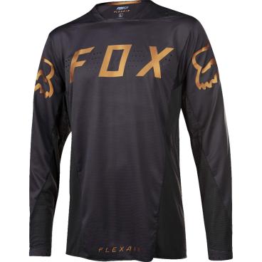 Велоджерси Fox Flexair LS, черныйВелоджерси<br>Абсолютно новое джерси с длинным рукавом – результат длительной совместной работы дизайнеров и райдеров команды Fox. На протяжении всего прошлого года быстрейшие гонщики команды ездили в этих джерси, и джерси показали себя более чем достойно. Данная модель выполнена из эластичной синтетической ткани, которая быстро сохнет и хорошо отводит влагу от тела, а бесшовный воротник и манжеты рукавов обеспечивают дополнительный комфорт, дабы ничто не отвлекало вас от достижения высочайших результатов.<br><br>ОСОБЕННОСТИ<br><br>Материал: полиэстер/спандекс<br>Самое лёгкое джерси от Fox – на 25% легче стандартных<br>Бесшовный воротник и манжеты рукавов для максимального комфорта<br>