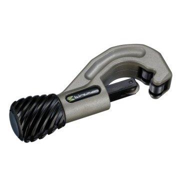 Труборез Birzman Front Tube Cutter, BM08-FTCВелоинструменты<br>Универсальный труборез Birzman Front Tube Cutter, который легко справляется с медью, бронзой, алюминием и даже сталью. Имеет полированные ролики, облегчающие использование инструмента. Дополнительный сменный резец входит в комплект поставки.<br>