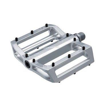 Педали Kore Torsion SX V2 9/16, серебристый, сталь, KPDTSXV2CRSATПедали для велосипедов<br>Широкие и тонкие педали-платформы с фрезерованным алюминиевым корпусом и закрытыми подшипниками. 48 сменных 6-миллиметровых шипов вкручиваются при помощи шестигранного ключа.<br><br><br><br>ОСОБЕННОСТИ<br><br><br><br>Материал корпуса: алюминиевый сплав марки 6061-Т6<br><br>Материал оси: хромомолибденовая сталь<br><br>Закрытые промышленные подшипники<br><br>48 сменных 6-миллиметровых шипов<br><br>Вес: 426 граммов (пара)<br>