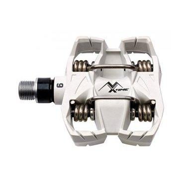 Педали контактные TIME MX 6, белый, 01309006Педали для велосипедов<br>Педали знаменитой серии ATAC обеспечивают легкое встегивание и полностью контролируемое выстегивание в любых условиях, благодаря меньшему, чем в других контактных педалях, натяжению пружин. Оптимальный угол выстегивания (13 или 17 градусов) также добавляет уверенности при езде на горном велосипеде. Вы моментально встегнете ногу в педаль и освободите ее только тогда, когда сами того захотите, вне зависимости от рельефа и метеоусловий. <br><br><br><br>Модель с полой стальной осью и широкой платформой из композитного материала, которая позволит сохранять контроль даже в самых трудных ситуациях и в любых погодных условиях – шипы не забиваются грязью в силу особенностей конструкции. Вес одной педали – 190 граммов.<br><br><br><br>ОСОБЕННОСТИ<br><br><br><br>Материал корпуса: композит<br><br>Полая стальная ось увеличенного диаметра<br><br>Угол выстёгивания от 13 до 17 градусов<br><br>Отлично подходит для езды в неблагоприятных погодных условиях<br><br>Вес: 190 граммов<br>