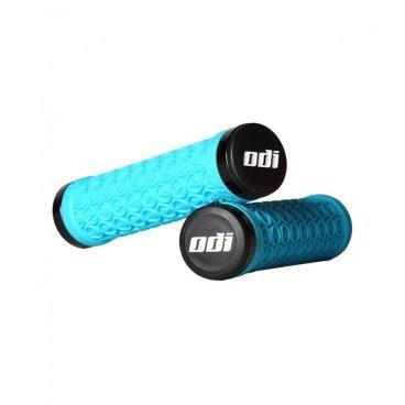 Грипсы SDG/ODI Lock-On Grip Bright, кретон, голубые, D30SDAQ-BРучки и Рога<br>Классические грипсы с замками от SDG, произведённые при содействии знаменитого бренда ODI. Основные особенности этих грипс – оригинальный паттерн протектора, обеспечивающий наилучшее сцепление и гашение вибраций, а также удобные металлические замки и бар-энды. Грипсы подходят для использования как с алюминиевыми, так и с карбоновыми рулями.<br><br>ОСОБЕННОСТИ<br><br>Оригинальный паттерн протектора, обеспечивающий наилучшее сцепление и гашение вибраций<br><br>Удобные металлические замки<br><br>Подходят для использования как с алюминиевыми, так и с карбоновыми рулями<br>