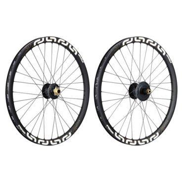 """Колеса велосипедные E THIRTEEN LG1 Plus, 27.5, переднее+заднее, 110x20/157х12 мм, обод 28 ммКолеса для велосипеда<br>Максимально лёгкие и жёсткие колёса для даунхила и фрирайда. Колёса собраны на втулках с алюминиевым корпусом и фланцами увеличенного диаметра, обода изготовлены из фирменного алюминиевого сплава EXAr. Основная масса сосредоточена ближе к центру колеса, что способствует более эффективному ускорению и прохождению поворотов.<br><br>ОСОБЕННОСТИ<br><br>Размер: 27.5""""<br><br>Количество спиц: 32<br><br>Передняя втулка со вставной 20-миллиметровой осью, задняя – с осью 157х12мм<br><br>Барабан задней втулки стандарта XD<br><br>Совместимы с бескамерной резиной стандарта TLS<br>"""