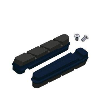 Тормозные колодки Jagwire Road Pro S Carbon Insert, черный, JS453RCBТормоза на велосипед<br>Тормозные колодки для систем V-Brake от Jagwire серии Road Pro S. Компаунд данных колодок специально разработан для соприкосновения с карбоновыми поверхностями, учитывая все особенности данного материала. Также Jagwire гарантирует высокую производительность и хорошее, качественное тормозное усилие. В колодки встроен специальный цветной индикатор износа, с помощью которого легко определить время очередной замены. <br><br>Цвет: индиго синий/чёрный.<br>Материал: резина/сталь<br><br>Вес: 11.5 г. <br><br>Совместим с системами Sram / Shimano<br>