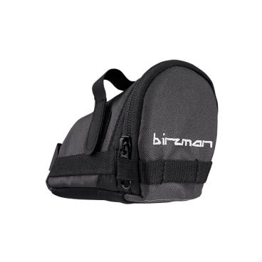 Сумка подседельная Birzman Saddle Bag Zyklop Gike, 16.5x8x8cm, черный, BM10-PO-SB-02-KВелосумки<br>Компактная и практичная подседельная сумка. Основная особенность данной модели - удобно расположенная застёжка на молнии, обеспечивающая быстрый доступ к вещам. Такая влагостойкая сумка - оптимальный выбор для тех, кто не любит возить с собой рюкзак.<br>Функции<br><br>Подседельная сумка/Крепление для заднего фонаря<br><br>Материал<br><br>Полиэстер 300D (влагоотталкивающий)<br><br>Размер<br><br>16.5x8x8cm<br><br>Объём<br><br>0.5L<br>