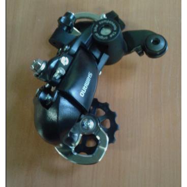 Переключатель Shimano задний Tourney, FT35, 6/7скоростей, крепление на петух  ERDFT35DПереключатели скоростей на велосипед<br>Переключатель Shimano задний Tourney, FT35, 6/7скоростей, крепление на петух<br>Задний переключатель FT35   на шесть (или семь)  скоростей с короткой лапкой от известного производителя. Совместим с оборудованием серии Tourney. Выпускается в двух вариантах: креплением на ось и креплением на петух.<br>Простая и надежная модель с интуитивно понятной настройкой.<br>Артикул:  ERDFT35D<br><br>Вес: 315 гр.<br>Длина лапки: 45 мм.<br>Кол-во зубьев в роликах: 11/11.<br>