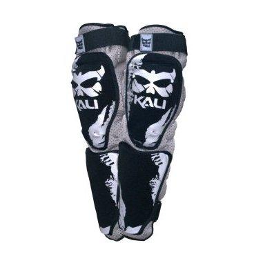 Защита колено/голень KALI Plus 180 14, черно-серыйЗащита колена<br>Правильные материалы, в правильном месте. KALI продолжает придерживаться этих правил при изготовлении защиты колено-голени AAZIS™. Все что нужно для защиты и ничего лишнего.<br><br><br><br><br><br>ОСОБЕННОСТИ<br><br><br>Ткань ARAMID лучшая защита и долговечность<br><br>Специальные анти-скользящие накладки<br><br>Антибактериальные материалы<br><br>Жесткие вставки<br><br>Быстрая регулировка<br>