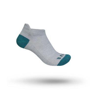 Велоноски женские GripGrab Classic Sock No Show, безшовные, сетчатые зоны, серыйВелоноски<br>Удобные, легкие и дышащие женские носки из сетчатой ткани Coolmax®. Они идеально подходят для езды на велосипеде в жаркую погоду и упражнений в помещении, а также для повседневной носки с кроссовками. Открытые сетчатые зоны обеспечивают высокую воздухопроницаемость, а задняя часть снижает нагрузку на ахиллесово сухожилие и предохраняет носок от скольжения. Имеют низкую посадку.<br><br>Особенности<br>Легкая ткань Coolmax®<br>Открытые сетчатые зоны для вентиляции<br><br>Таблица размеров<br>XS (35 - 38)<br>S (38 - 41)<br>M (41 - 44)<br>L (44 - 47)<br><br>Уход<br>Машинная стирка с такими же цветами. Не отбеливать. Не сушить в стиральной машине. <br>Не гладить. Не подвергать химической чистке. Не отжимать. <br><br>Материалы<br>40% Акрил<br>29% Полиэстер <br>20% Полиамид<br>7% Хлопок<br>4% Полиуретан<br>