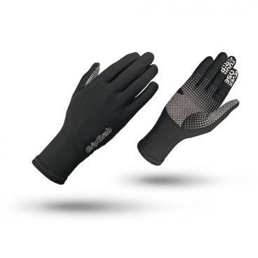 Велоперчатки зимние GripGrab Insulator, силиконовые накладки, работют с сенсорными экранами, черныйВелоперчатки<br>Зимние перчатки Insulator Hi-Vis это тонкие, легкие и комфортные перчатки, которые могут использоваться как отдельно, так и внутри других перчаток в качестве дополнительного изолирующего слоя в особо холодные дни. Полые волокна перчаток обеспечивают превосходную термоизоляцию и дышащие свойства. Силиконовые принты на ладони и пальцах улучшают контакт с рулем. Insulator Hi-Vis это отличный вариант в качестве дополнительного внутреннего слоя при особенно сильном морозе, в то же время прекрасно подходят для катания как самостоятельные перчатки в небольшие холода. Яркая расцветка и светоотражающие элементы повышают вашу безопасность при катании в темное время суток.<br><br>Особенности<br>Яркая расцветка<br>Высокая степень защиты от холода<br>Дышащий материал<br>Силиконовые вставки на ладони и пальцах<br>Светоотражающая графика<br>Позволяют работать с тачскринами<br>Вставка для вытирания пота<br><br>Размер перчаток S, M, L, XL, XXL <br><br>Уход<br>Машинная стирка с такими же цветами. Не отбеливать. Не сушить в стиральной машине. <br>Не гладить. Не подвергать химической чистке. Не отжимать.<br><br>Материалы <br>60% Полиамид<br>25% Полиэстер<br>15% Эластан<br>