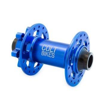Втулка передняя Colt Bikes .38 15mm, 32h, синийВтулки для велосипеда<br>Втулка передняя Colt Bikes .38 15mm, 32h, синяя.<br><br>Описание<br>Рады представить серию втулок COLT.38! Промышленные подшипники защищены дополнительными влагоустойчивыми пыльниками. Сменные чашки позволяют конвертировать втулку в один из нескольких популярных стандартов.<br><br>Особенности<br>Корпус: AL 6061<br>Ось: AL 7075-T6<br>Крепление: 15х110 мм<br>Подшипники: NBK закрытые промышленные<br>Вес: 160г<br><br>Технические параметры<br>От левого края до центра левого фланца: 28мм<br>Расстояние между фланцами: 57мм<br>Диаметр фланцев: 2,6мм<br>Толщина фланца: 3,3мм<br>Диаметр отверстий под спицы: 56мм<br>Подшипники: 17287 x2<br>