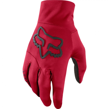 Велоперчатки Fox Attack Water Glove темно-красныеВелоперчатки<br>Велоперчатки Fox Attack Water Glove темно-красные<br><br>Описание<br>Лёгкие перчатки лаконичного дизайна, созданные специально для холодной и сырой погоды. Верх модели выполнен из водонепроницаемой синтетической ткани, ладонь – из влагостойкого флиса AXsuede. Перчатки надёжно защитят ваши руки от воды и ветра, а благодаря специальным накладкам вам не нужно их снимать при пользовании телефоном.<br><br>Особенности:<br>Материал верха: 100% - полиэстер<br><br>Материал ладони: AXsuede<br><br>Модель без застёжек<br><br>Специальные накладки для работы с сенсорными дисплеями<br>Размеры: S, M,  XL<br>