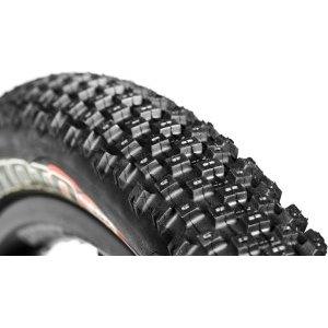 Покрышка велосипедная DMR Moto Digger, 26x2.35, черный, DMR-TRD-26235Велопокрышки<br>Дёртовая покрышка, разработанная для использования в грязных и влажных условиях – расположение её шипов фактически повторяет классический рисунок протектора мотокроссовых шин. Большой объём покрышки позволяет ездить с меньшим давлением воздуха в камере, что обеспечивает большую площадь контакта с поверхностью, а благодаря круглому профилю, она предсказуемо ведёт себя на высокой скорости и при прохождении поворотов.<br><br>Характеристики:<br><br>Размер: 26х2.35<br>Корд: 60 TPI<br>Материал корда: сталь<br>Вес: 855 грамм<br>