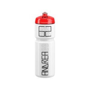 Фляга Elite Nomo, 750 мл, пищевой пластик, белый, EL0173002Фляги и Флягодержатели<br>Велосипедная фляга Elite Nomo сделана из пластика который не поглощает запахов, поэтому он не меняет вкуса напитка<br><br>Фляга может быть персонализирована благодаря пространству для имени, фамилии и стартового номера.<br><br>    Пластиковая фляга 750 мл<br>    Не поглощает запахов<br>    Эргономичный дизайн<br>    Легкая чистка<br>