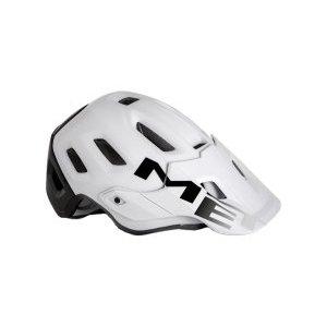 Велошлем Met Roam MIPS, бело-черный 2018Велошлемы<br>Многолетний опыт Met воплотился в модели Roam, которая отличается максимальным удобством и высочайшим качеством. Roam – это абсолютно новый шлем от Met, созданный для эндуро и катания в стиле «ол-маунтин». Тем, кто катается в маске, определённо, понравится гибкий козырёк с тремя положениями фиксации и стильные вертикальные крепления для резинки. А одна из главных особенностей этой модели – задний светодиодный фонарь, который можно закрепить на застёжке. Кроме того, данная модель оборудована системой MIPS, которая обеспечивает эффективную защиту при косых ударах по шлему и резких вращениях головы. Шлем хорошо закрывает голову и отвечает всем требованиям необходимых стандартов безопасности.<br><br><br><br>ОСОБЕННОСТИ<br><br><br><br>Пенопластовый внутренник интегрирован в жёсткий корпус шлема<br><br>Внутренние накладки из мягкого гипоаллергенного материала<br><br>Гибкий козырёк с тремя положениями фиксации<br><br>Задний светодиодный фонарь<br><br>Система дополнительной защиты MIPS<br><br>Отвечает требованиям стандарта безопасности CE<br>