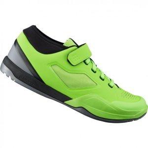Велотуфли Shimano SH-AM701, салатовыйВелообувь<br>Shimano обновляет и расширяет линейку качественной обуви для маунтинбайка! Новые ботинки AM701 для даунхилла и эндуро обладают более жёсткой и прочной подошвой, защитой щиколотки и хорошей вентиляцией. Носок дополнительно усилен для защиты пальцев от ударов. Специальная манжета на щиколотке предотвращает попадание в ботинки земли, мелких камней и веток. <br><br>Это продвинутые велоботинки, разработанные при участии семьи гонщиков Афертон, станут отличным выбором как для гонок, так и для катания по любимым трейлам и байк-паркам. <br><br>Характеристики:<br><br>Материал верха: синтетическая кожа с перфорацией для вентиляции<br>Литой носок ботинка для защиты пальцев<br>Эластичная манжета на щикотолке для предотвращения попадания грязи<br>Длинный канал под шип обеспечивает устойчивое сцепление с педалью в невстегнутом состоянии<br>Резиновая подошва с усиленным сцеплением и специальным рисунком протектора на носке и пятке для удобной ходьбы<br>Вес: 820 грамм (пара, размер 42)<br>