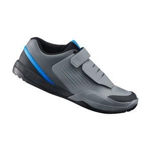 Велотуфли Shimano SH-AM901, серо-голубойВелообувь<br>Велообувь AM-901 для контактных педалей. Суждено, чтобы держать вас в комфорте крутить педали, Шимано АМ9 MTB обеспечивают высокую степень педалирования Литой носок, чтобы держать ноги в безопасности от камней или пересеченной местности. Несимметричный манжет лодыжки и стенки обеспечивают более мощный барьер от ударов и мелких камней или веток. Для дополнительной тяги - резиновая подошва ultra-grip, которая улучшает ходьбу, а система застёжек обеспечивает быструю регулировку на ходу.<br><br><br>Канал педали обеспечивает более стабильную платформу между обувью и педалью, когда она отстегнута<br>Полоска для сцепления на пальце и пятке улучшает сцепление<br>Конструкция из пены EVA снижает вес<br>Асимметричный дизайн и воротник с подкладкой защищает Ваши ноги<br>Защитный слой на шнурках предотвращает попадание мусора внутрь<br>Шнуровка под защитой<br>