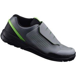 Велотуфли Shimano SH-GR900, серо-зеленыйВелообувь<br>Велообувь GR-9 для контактных педалей. Суждено, чтобы держать вас в комфорте крутить педали, Шимано GR-9 MTB обеспечивают высокую степень педалирования Литой носок, чтобы держать ноги в безопасности от камней или пересеченной местности. Несимметричный манжет лодыжки и стенки обеспечивают более мощный барьер от ударов и мелких камней или веток. Для дополнительной тяги - резиновая подошва ultra-grip, которая улучшает ходьбу, а система застёжек обеспечивает быструю регулировку на ходу.<br>