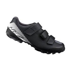 Велотуфли Shimano SH-ME200, черно-белыйВелообувь<br>Прочные и функциональные ботинки начального уровня для маунтинбайка. Качество и комфрт по доступной цене. Отлично подойдут для велосипедистов, которые только осваивают контактные педали или хотят иметь легкие ботинки для повседневного катания и выездов на трейлы.<br><br>Характеристики:<br><br>3 застёжки-липучки для надежной фиксации стопы<br>Разное направление застёжек гарантирует стабильное положение стопы при педалировании<br>Резиновый протектор гарантирует уверенное сцепление<br>Подошва усилена стекловолокном для оптимальной передачи усилия на педали<br>Материал: синтетическая кожа<br>Вес пары: 730 грамм (размер 42)<br>