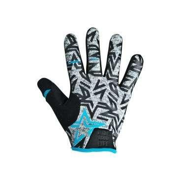 Перчатки KELLYS IMPULS long, голубые, S, Gloves IMPULS long  sky blue SВелоперчатки<br>Серия перчаток от немецкого производителя KELLYS IMPULS long - это классические перчатки для детей и подростков с длинными пальцами. &amp;nbsp;  Материал - Fourway - тонкий, но прочный полиэстер. Ладонь из искусственной кожи с мягкими подушечками с гелевым наполнителем. Поверхность перчаток проштампована не скользящим силиконовым принтом.  Легкость надевания обеспечивает удлиненный язычок и объемным логотипом.  Манжета из компрессионного материала плотно прилегает к запястью.  Эти перчатки ребенок с удовольствием будет надевать на каждую велопокатушку, ведь это не только средство защиты, но и стильный аксессуар!     Перчатки детские&amp;nbsp;KELLYS IMPULS long:  Материал:&amp;nbsp;дышащий полиэстер, синтетическая кожа.  Цвет:&amp;nbsp;голубой.  Размер:&amp;nbsp;S.<br>