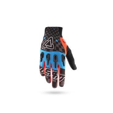 Велоперчатки Leatt DBX 3.0 X-Flow Glove, сине-черно-оранжевыйВелоперчатки<br>Стильные и технологичные перчатки от Leatt, которые не только отлично выглядят и дышат, но и обеспечивают эффективную защиту – так, эта модель соответствует требованиям стандарта безопасности CE. Верх перчатки выполнен из сетчатого текстиля, ладонь отделана тонкой искусственной кожей Clarino, а накладки из фирменного материала Armourgel на костяшках защищают кисть от травм намного лучше, чем обычные пластиковые или карбоновые вставки.<br><br>ОСОБЕННОСТИ<br><br>Материал: текстиль/искусственная кожа<br>Модель без застёжек<br>Защитные накладки из фирменного материала Armourgel<br>Соответствуют требованиям стандарта безопасности CE<br>Силиконовые накладки на кончиках среднего и указательного пальцев<br>Длина ладони<br>Размер: L (194-200 мм)<br>Размер: M (188-194 мм)<br>Размер: XL (200-206 мм)<br>Размер: S (182-188 мм)<br>Размер: XXL (206-212 мм)<br>