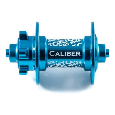 Втулка передняя 16 Colt Bikes Caliber, QR, синий, 32H, CB16-CAL-F-QR-BLUВтулки для велосипеда<br>Новый более жесткий и прочный корпус. Простая конструкция позволяет использовать втулку практически на всех современных вилках. Сменные чашки легко конвертируют втулку в один из трех стандартов: QR-эксцентрик, ось 15мм или ось 20мм (приобретаются отдельно). <br><br>Особенности <br>Алюминиевый корпус AL6061 T6 <br>Алюминиевая ось AL6061 T6 <br>Крепление QR-эксцентрик <br>Промышленные закрытые подшипники <br>Вес 197г <br><br>Технические параметры <br>От левого края до центра левого фланца: 29мм <br>Расстояние между фланцами: 58мм <br>Диаметр по отверстиям фланца: 57,6мм <br>Толщина фланца: 3мм <br>Диаметр отверстий под спицы: 2,55мм <br>Подшипники: 6804 х2шт<br>