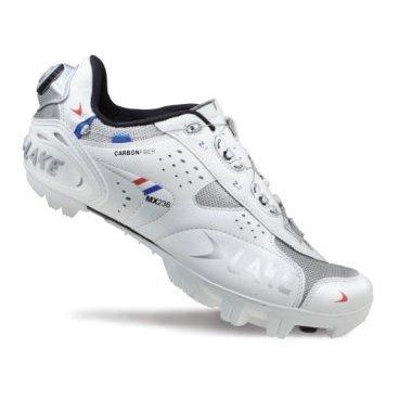 Велообувь Lake MX236, белыйВелообувь<br>Профессиональная обувь для гонок кросс-кантри за разумную цену. BOA система обеспечивает комфортную подгонку, жесткая карбоновая подошва передает максимум усилия. <br><br>Верх из искуственной кожи с сетчатыми вставками<br>Карбоновая подошва<br>Застежка BOA<br>