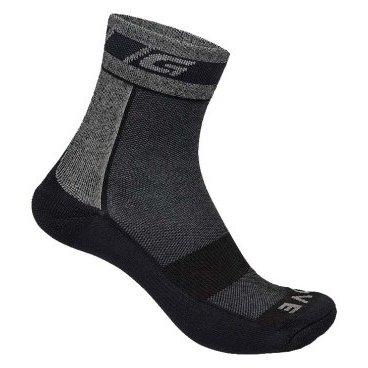 Носки зимние GripGrab Merino WinterВелоноски<br>Носки зимние GripGrab Merino Winter черные.<br><br>Описание:<br>Зимние носки из шерсти мериноса сохранят ваши ноги сухими и теплыми в любую погоду. Толстая мягкая подошва, высокая манжета для надежной фиксации на ноге, усиленные нейлоном пятка и носок. <br><br>Особенности:<br>-В составе шерсть Merino <br>-Дополнительная термоизоляция стопы <br>-Носок и пятка усилены нейлоном <br>-Упругая вставка для поддержки свода стопы <br><br>Материалы:<br>-28% шерсть Merino <br>-27% акриловые волокна <br>-41% нейлон <br>-2% полиэстер <br>-2% эластан<br>Размеры: S (38-39), M (40-41), L (42-43), XL (44-45), XXL (46-47)<br>