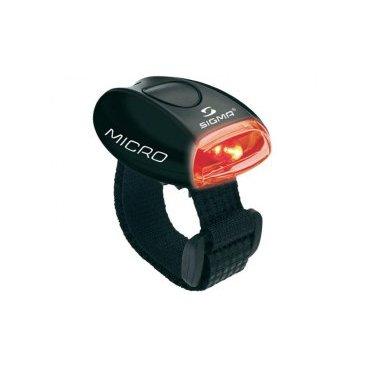 Задний фонарь Sigma Sport Micro Black / LED - красный,  SD17235Фары и фонари для велосипеда<br>Задний фонарь Sigma Sport Micro Black / LED - красный.<br>  <br><br>Описание: <br>  Стильные красочные фонарики Sigma Sport Micro, оснащенные очень яркими светодиодами, удобны, полезны и видны издалека. Этот компактный фонарик отличается многофункциональностью и применимостью как в повседневной жизни, так и во время занятий спортом. Благодаря эластичному стрепу на липучке и ремешку, устройство можно зафиксировать на руке во время бега или катания на скейте, на коляске малыша во время прогулки или на связке ключей. Новая оптика улучшает освещаемость и, соответственно, делает передвижение более безопасным. Эти маленькие фонарики с красными и белыми светодиодами, выпускаемые компанией Sigma Sport в пяти различных цветовых решениях, принесут не мало пользы.<br>   <br>Особенности <br>-Универсальный светодиодный фонарик с красным или белым светом в зависимости от модели. <br>-Высокая яркость и улучшенное всестороннее освещение благодаря применению специальной оптики. <br>-Видимость до 50 метров. <br>-Продолжительность свечения до 50 часов. <br>-Два режима работы: постоянное свечение и мигание. <br>-В комплекте два эластичных ремешка различной длины, застегивающиеся на липучки и ремешок для переменной фиксации. <br>-Для смены или установки батарейки не требуются дополнительные инструменты. <br>-Две батарейки CR2032 поставляются в комплекте с фонариком. <br>-Удобное переключение между режимами работы с помощью простого нажатия на кнопку. <br>-Защита от водяных брызг. <br>-Вес фонарика составляет всего лишь 20 грамм.<br>-Выпускается в различных цветах.<br> <br>Характеристики:<br>-Производитель:  <br>-Материал корпуса: пластик. <br>-Вес: 20 грам. <br>-Элементы питания: 2x CR2032. <br>-Способы крепления: одежда, шлемы, оборудование и т.п.<br>