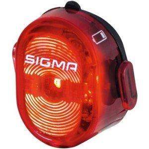 Фонарь задний Sigma Sport, Lighting, Nugget IIФары и фонари для велосипеда<br>Маленький, компактный и заряжаемый. Sigma аккумуляторный комплект AURA 40 + NUGGET II для хорошего освещения и лучшей видимости в дорожном движении. <br><br><br>Видимость 400 м<br>Время горения: 6 часов<br>Время зарядки: 2 часа<br>Крепление без инструмента с гибким силиконовым держателем<br>Встроенная функция зарядки Micro-USB<br>Боковая видимость<br>Двухступенчатый индикатор заряда / заряда<br>Защита от воды в  соответствии с IPX4<br>Вес: 24 г<br>