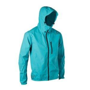 Велокуртка Leatt DBX 1.0 Jacket TealВелокуртка<br>Новая куртка DBX 1.0 представляет собой легкую, компактную куртку, идеально подходящую для всех ландшафтов.<br>Водонепроницаемость, легкая и ветрозащитная<br>Специальная подгонка<br>Складывается в собственный кармане груди<br>YKK молнии<br>Двухточечный полностью регулируемый капюшон с усиленным пиком<br>Светоотражающая печать на пике капота<br>Натяжные манжеты и швы<br>