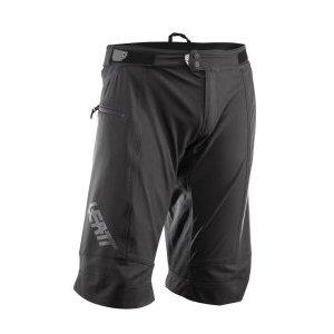 Велошорты Leatt DBX 3.0 Short, черный 2018Велошорты<br>Оригинальные шорты от Leatt, выполненные из мягкого эластичного материала с влагоотталкивающим покрытием. Их особый крой обеспечивает райдеру большую свободу движений даже при педалировании в наколенниках. Задняя часть данной модели выполнена из эластичного сетчатого материала для лучшей вентиляции, а силиконовые накладки в области поясницы не позволяют шортам сползать во время езды. Такие шорты идеально подходят к лёгким велоджерси от Leatt, таким, как DBX 3.0 и 2.0.<br><br><br><br>ОСОБЕННОСТИ<br><br><br><br>Мягкий эластичный материал с влагоотталкивающим покрытием<br><br>Дополнительные потайные швы для большей надёжности<br><br>Высококачественные молнии от YKK<br><br>Особый крой для большей свободы движений<br><br>Задняя часть шорт выполнена из эластичного сетчатого материала для лучшей вентиляции<br><br>Силиконовые накладки в области поясницы не позволяют шортам сползать во время езды<br>
